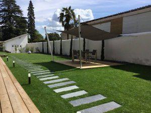 Création d'aménagements extérieurs avec pose de gazon en plaque à LATRESNE près BEGLES