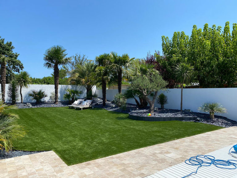 Mise en place de pelouse synthétique pour votre jardin sur CENAC proche LATRESNE