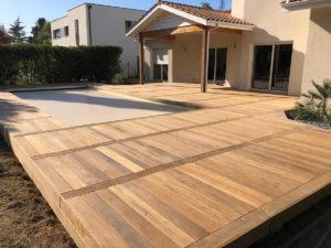 Création d'une terrasse bois avec massif intégré SADIRAC proche CREON